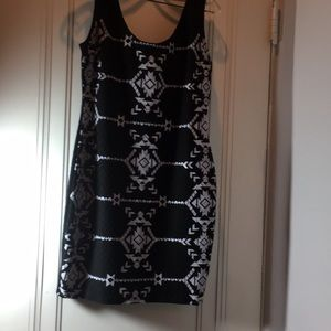 xhilaration black and tribal designs in White SZ L
